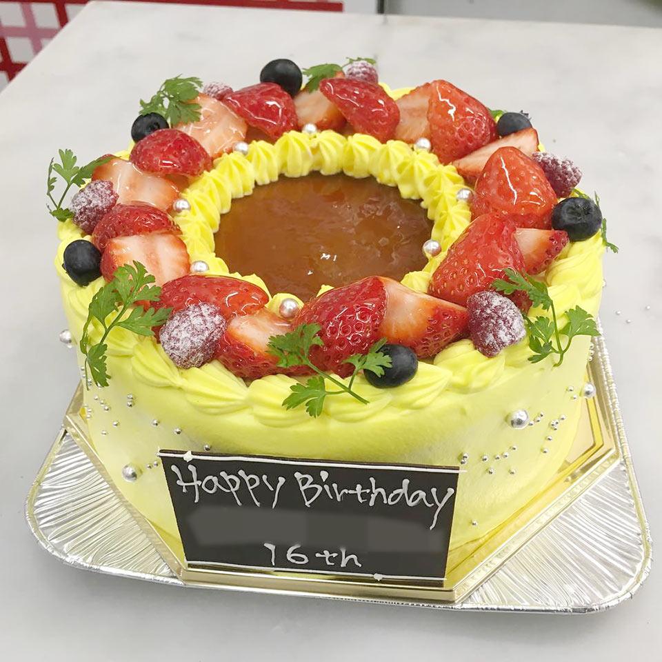 プリン入りケーキ